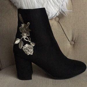 Black Flower 🌸 Print Chunky Heel Boots Size 7